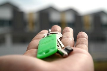 Какие расходы несет покупатель при покупке квартиры а какие продавец